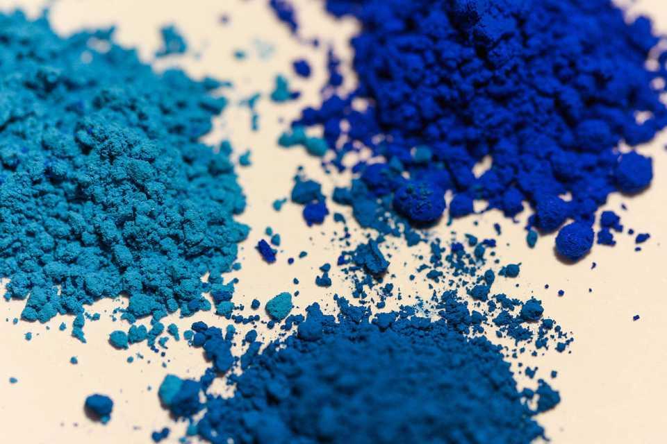 Blau-Pigmente (Foto: User:A,Ocram, Lizenz cc-by-sa 3.0)