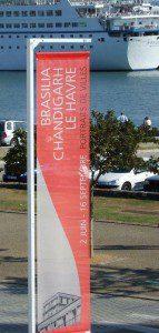 Werbung für die Ausstellung LeHavre, Chandigarh und Brasilia im Vergleich.