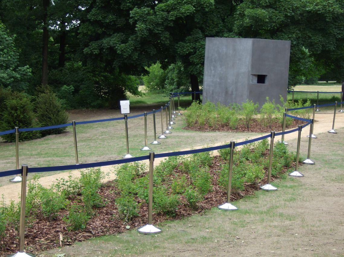 Denkmal für die im Nationalsozialismus verfolgten Homosexuellen Einweihung am 27. Mai 2008