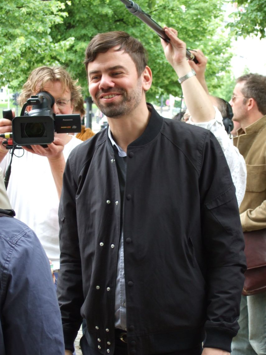 Ingar Dragset bei der Einweihung des Denkmals für die im Nationalsozialismus verfolgten Homosexuellen