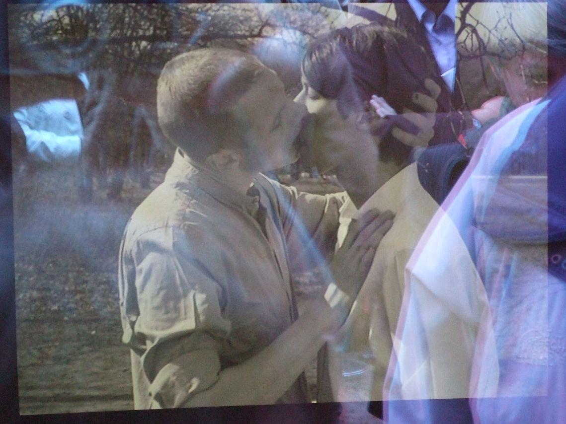 Denkmal für die im Nationalsozialismus verfolgten Homosexuellen - initiales Video: Kuss