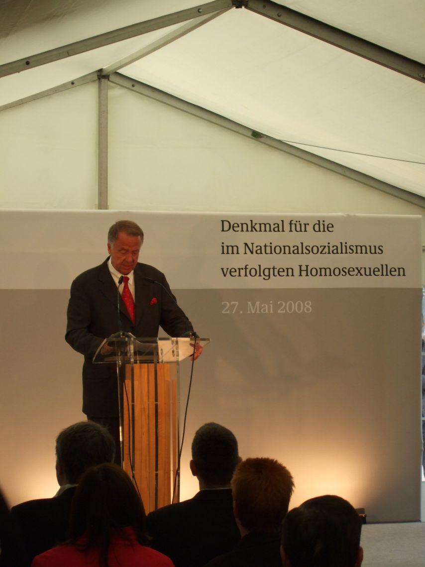 Bernd Neumann, Staatsminister für Kultur, beim Festakt zur Einweihung des Denkmals für die im Nationalsozialismus verfolgten Homosexuellen