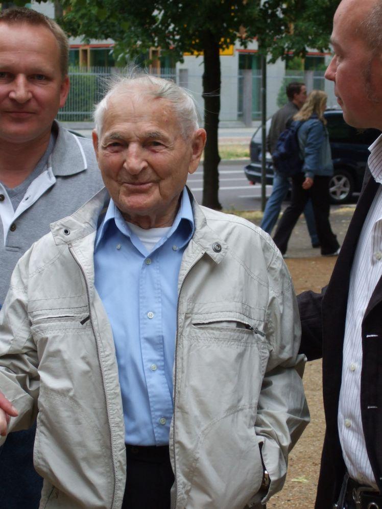 Rudolf Brazda bei der Gedenkveranstaltung CSD 2008 am Denkmal für die im Nationalsozialismus verfolgten Homosexuellen