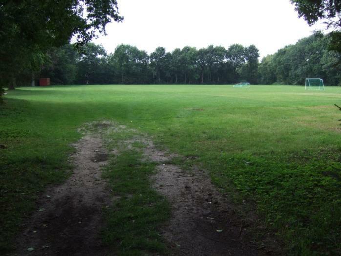 Neusustrum - ehemaliger Bereich Häftlings-Baracken, heute Sportplatz