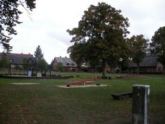 Dorfplatz in Penzlin-Alt Rehse September 2008 (Foto: wikimedia / GNU Lizenz)