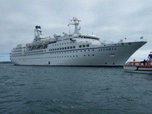 MS-Astoria auf Rede im Hafen von Guernsey am 16. September 2007