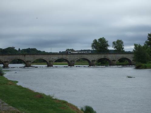 Kanalbrücke vom Loire-Ufer gesehen