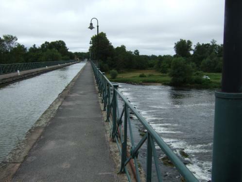 Kanalbrücke über die Loire
