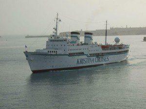MS-Kristina Regina bei Auslaufen aus dem Hafen von Valletta / Malta am 12. April 2008