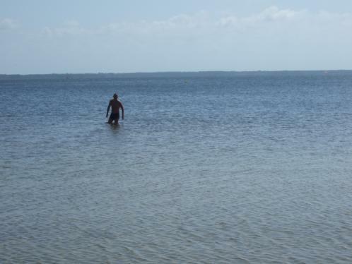 Baden am Strand des Sees von Lacanau (bei Le Moutchic, September 2010)
