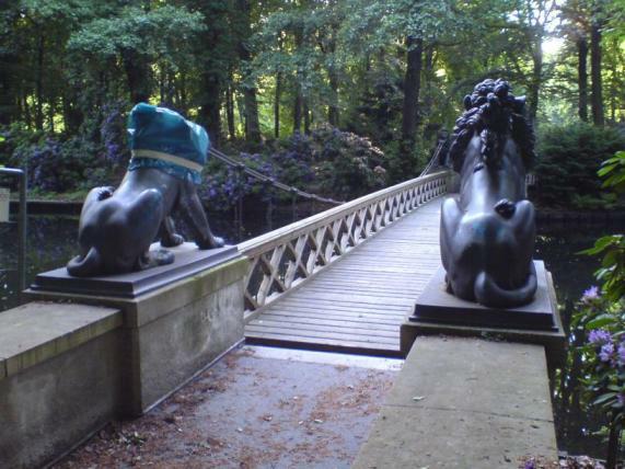 Löwe der Löwen-Brücke in Sanierung