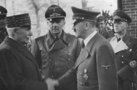 24.10.1940: Adolf Hitler begrüßt den französischen Staatschef Marschall Henry Philippe Petain in Montoire-sur-le-Loir (Foto: Bundesarchiv)