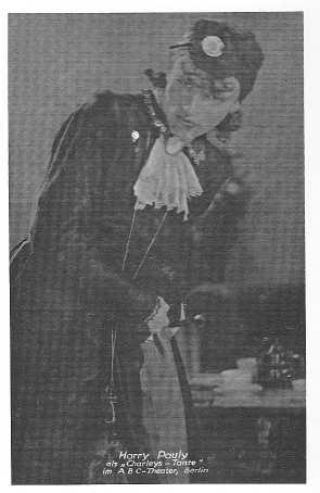 Harry Pauly als 'Charleys Tante' am ABC-Theater Berlin (aus: Presseheft 'Paulines Geburtstag')
