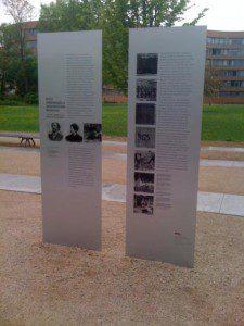 Info-Tafeln am Magnus-Hirschfeld-Ufer in Berlin
