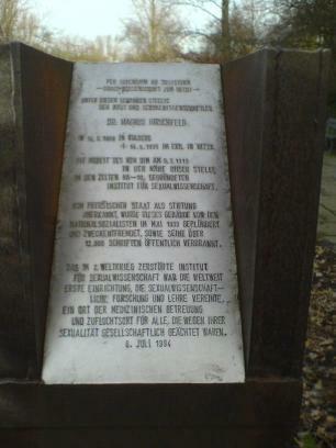Stele zur Erinnerung an das 1933 zerstörte Institut für Sexualwissenschaft