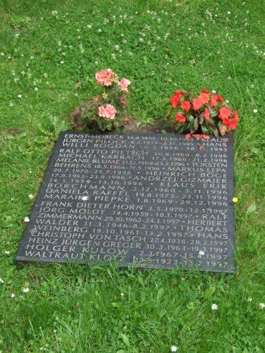 Gemeinschafts-Grabstätte Memento 1, Grabplatte u.a. mit dem Namen Ernst Meibecks