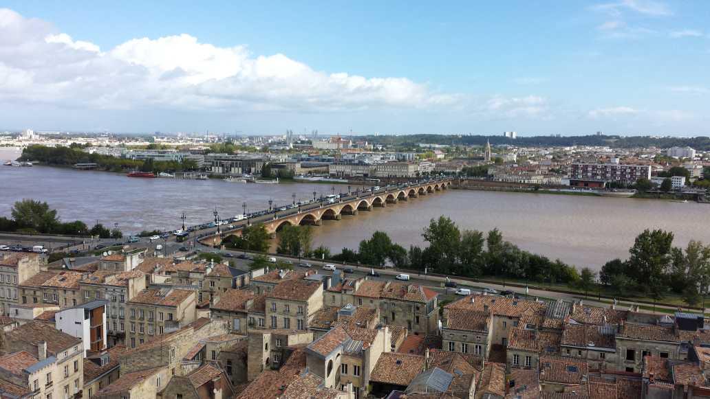 Bordeaux pont de Pierre (gesehen vom Flèche Saint Michel)