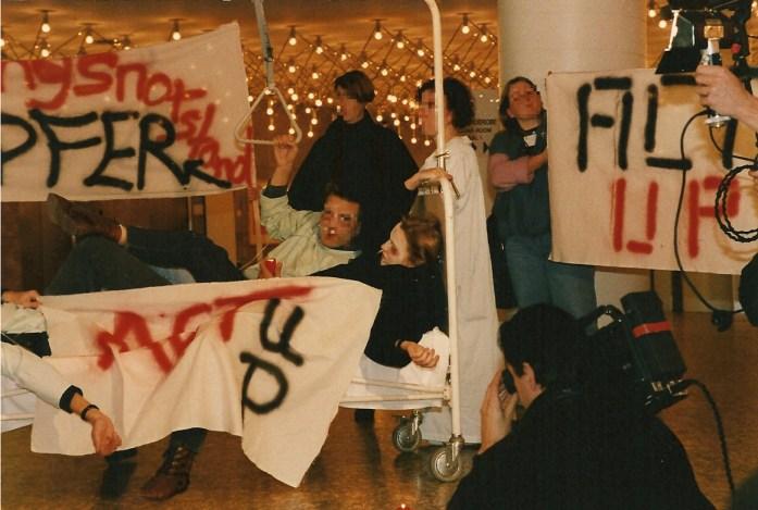 ACT UP  protestiert gegen Pflegenotstand, 1990 Hamburg © Foto U.K. Bäcker