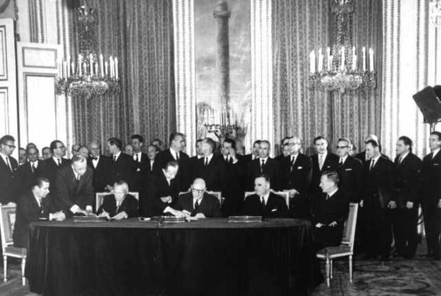 Unterzeichnung Élysée-Vertrag, Paris 22. Januar 1963 (Bundesarchiv, B 145 Bild-P106816 / Unbekannt / CC-BY-SA 3.0)