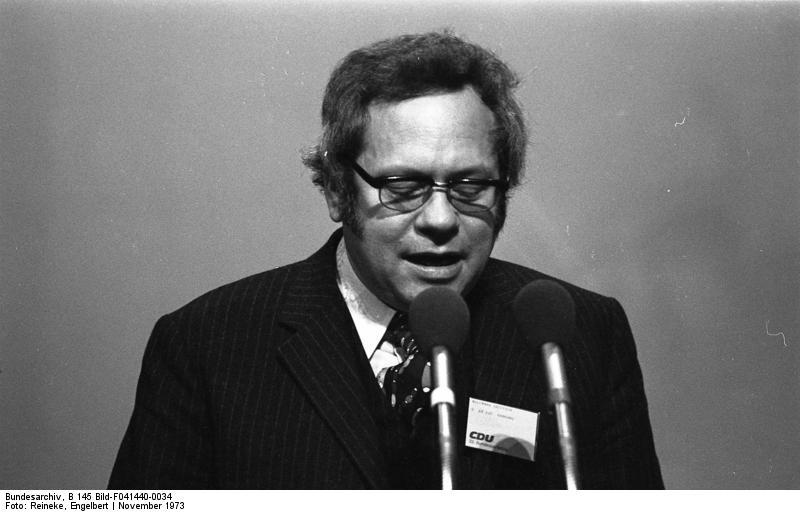 Dietrich-Wilhelm Rollmann am Rednerpult, Hamburg, CDU-Bundesparteitag 18.-20.11.1973 (Foto: Engelbert Reineke / Bundesarchiv)
