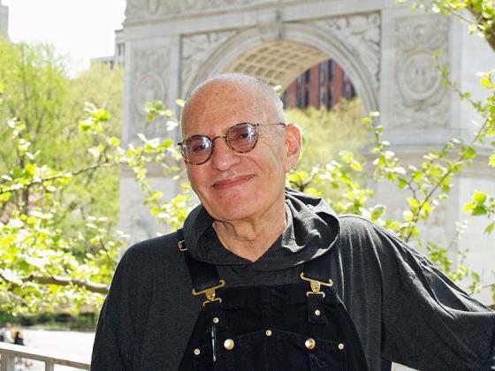 Larry Kramer im Frühjahr 2007 auf dem Balkon seiner Wohnung in New York (Foto: David Shankbone)