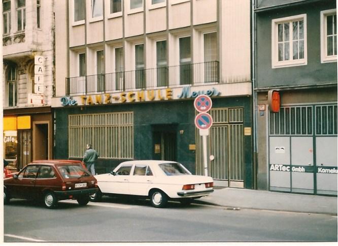 SCHULZ bei Übernahme 1984, Fassade mit 'Die Tanzschule Meyer'