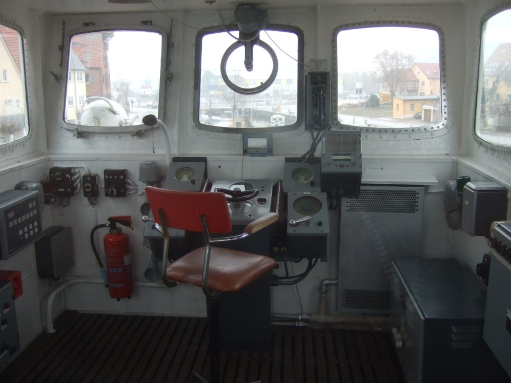 Steuerstand des Eisenbahndampffährschiffs Stralsund
