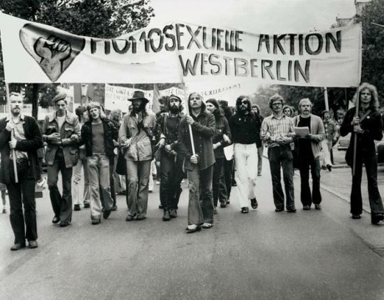 Schwule Bewegungen : Homosexuelle Aktion Westberlin, Pfingst-Demo 9. Juni 1973 (Foto: Rüdiger Trautsch)