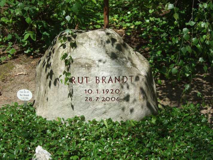 Rut Brandt Grab, Juni 2013