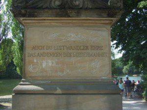 """""""Auch du, Lustwandler, ehre das Andenken des Biedermannes"""""""