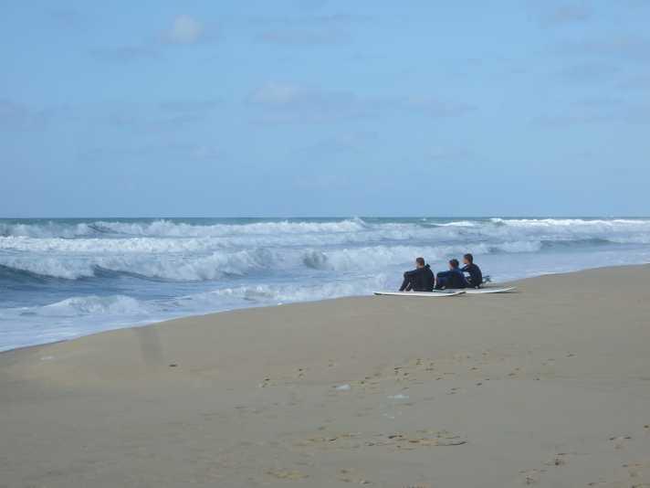 Warten auf die richtige Welle ... Surfer-Hochburg Lacanau