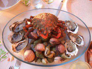 kleine Meeresfrüchte-Platte (Araignée, Austern, Amandes, Bulots)