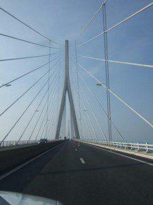 Bolly Duster auf der Pont de Normandie