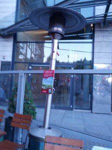 Terrassenheizstrahler auf der Terrasse eines Restaurants in Hamburg