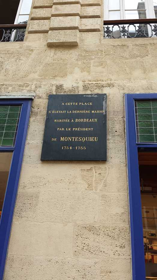 Erinnerungstafel am Standort von Montesquieus letztem Wohnhaus in Bordeaux, heute Librairie Mollat