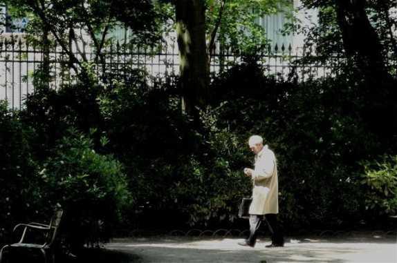 Robert Badinter im Jardin du Luxembourg, Paris, Juni 2010