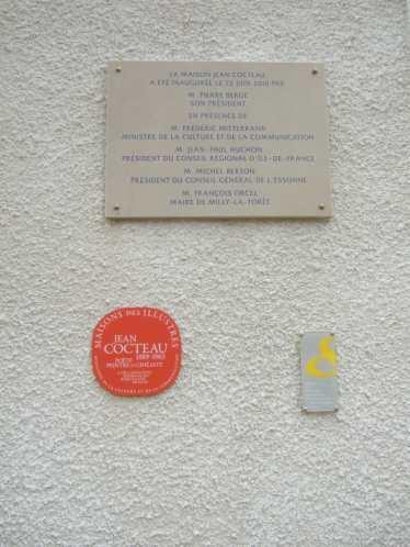 Jean Cocteau Haus , Gedenkplakette an die Eröffnung 2010