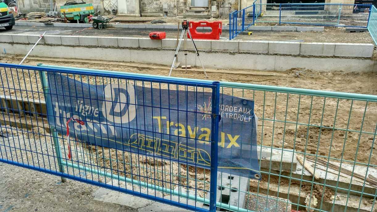 Bordeaux Strassenbahn - Ausbau um Linie D 2017, Bauarbeiten Hinweis nahe Quinconces