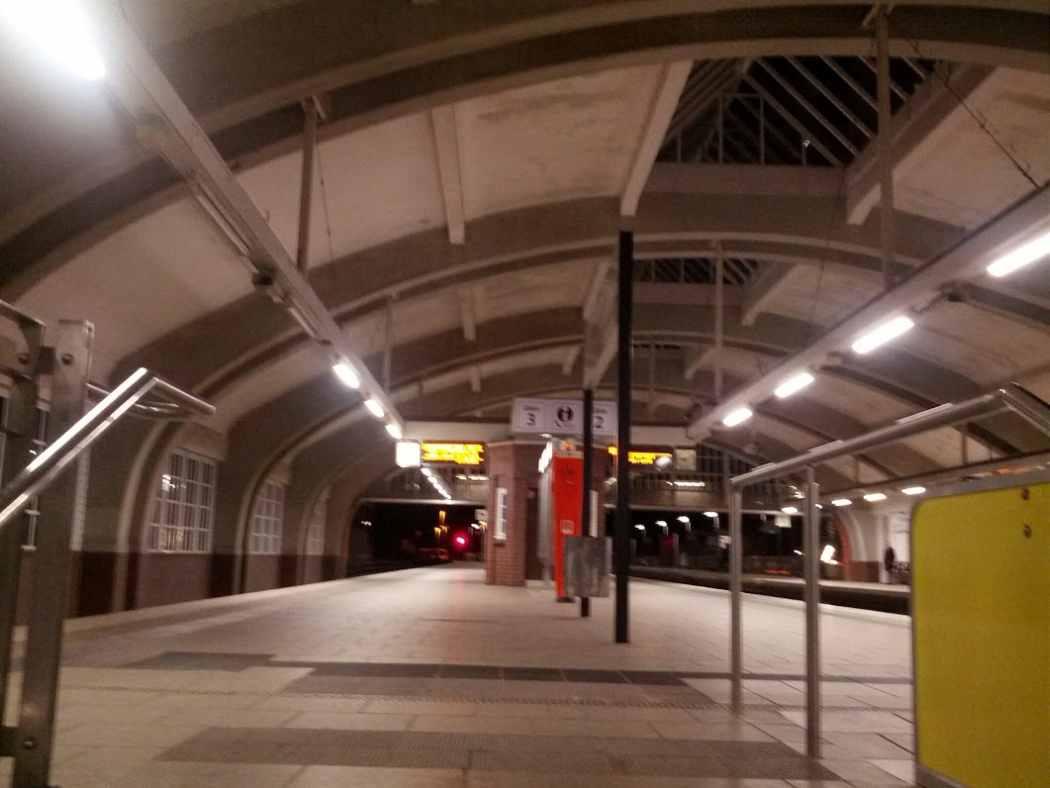 U-Bahnhof Volksdorf Bahnsteighalle Dezember 2013