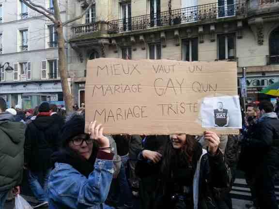 """Demonstration für Homoehe Frankreich am 27. januar 2013 in Paris ( """"Mieux vaut un mariage _GAY_ qu'un mariage triste"""" - 'Lieber eine Homoehe als eine triste Ehe'), Foto Oliver H.)"""