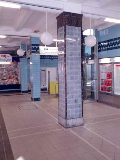 Hamburg Volksdorf U-Bahn Station Zugangshalle: die noch original geflieste Säule