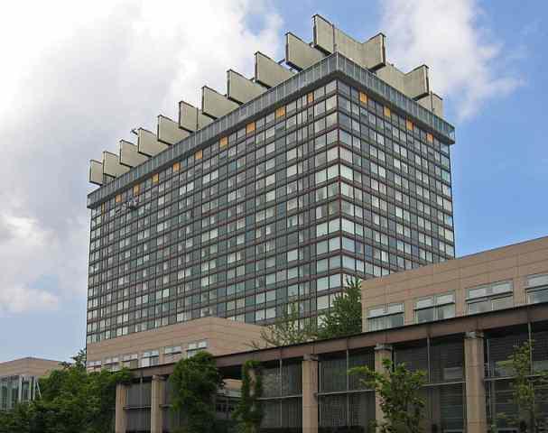 das (inzwischen sanierte) 'Bettenhaus' der Uniklinik Köln 2007 (Foto: A.Savin)