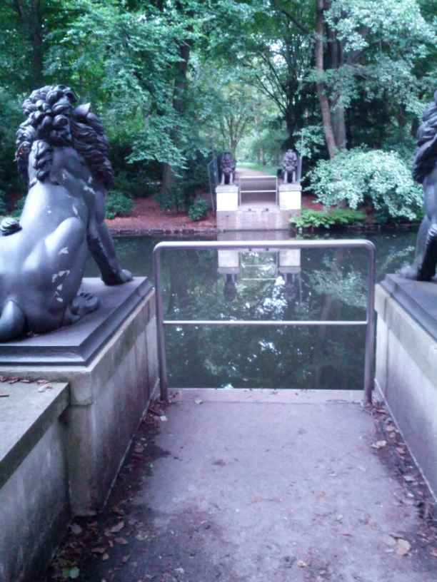 die ehemalige Loewenbruecke im Tiergarten im August 2014