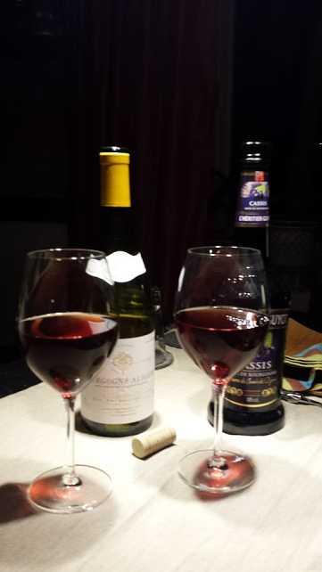 Zutaten für einen Kir - Cassis und Bourgogne Aligoté
