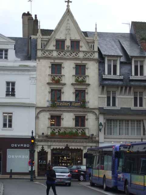 Maison Prasline Mazet in Montargis