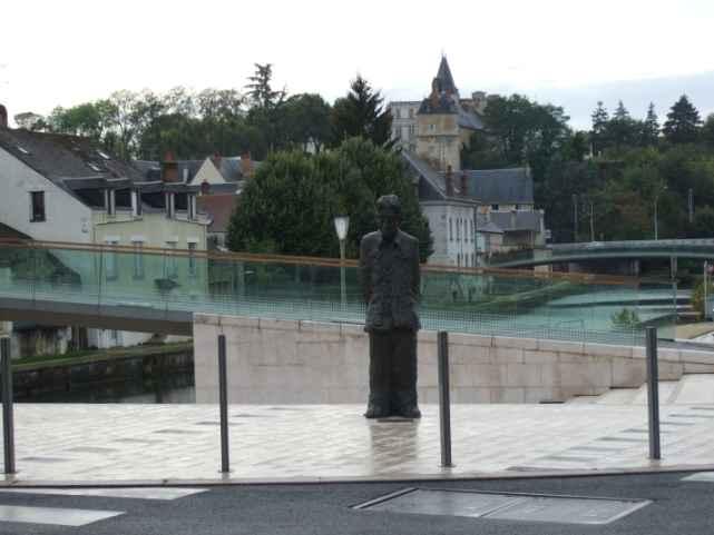 Denkmal für 'Monsieur le Maitre' und die Chinesen von Montargis, Li Xiaochao