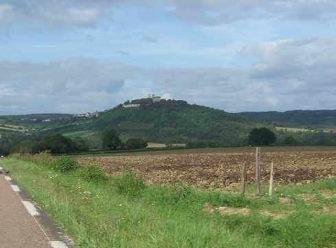 von weitem zu sehen: Vézelay