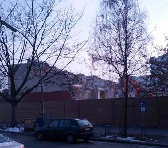 Ungers IBA-Wohnblock, Abriss, Februar 2013, Blick vom Ufer