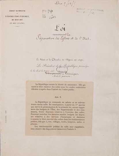 Laizismus in Frankreich: Gesetz über die Trennugn von Staat und Kirche 1905 / Loi de séparation des églises et de l'État. Page 1 - Archives Nationales - AE-II-2991