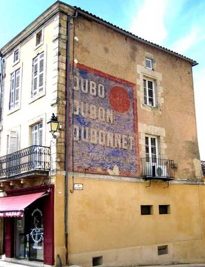 alte Dubonnet Werbung an einem Haus in La Teste de Buch, Gironde (Foto: Albert kok)